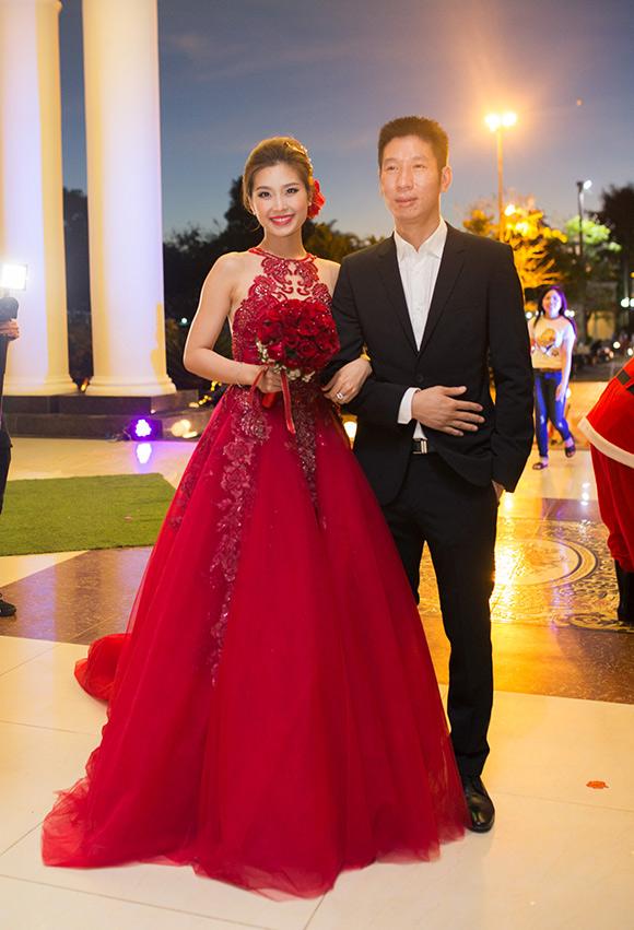 Đám cưới ngập tràn không khí Giáng sinh của Á hậu Diễm Trang 1