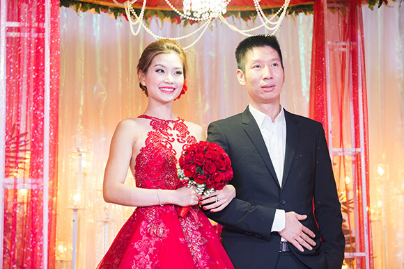 Đám cưới ngập tràn không khí Giáng sinh của Á hậu Diễm Trang 2