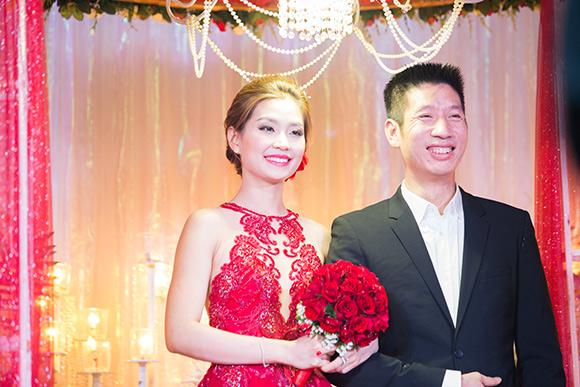 Đám cưới ngập tràn không khí Giáng sinh của Á hậu Diễm Trang 3