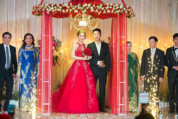 Đám cưới ngập tràn không khí Giáng sinh của Á hậu Diễm Trang 4