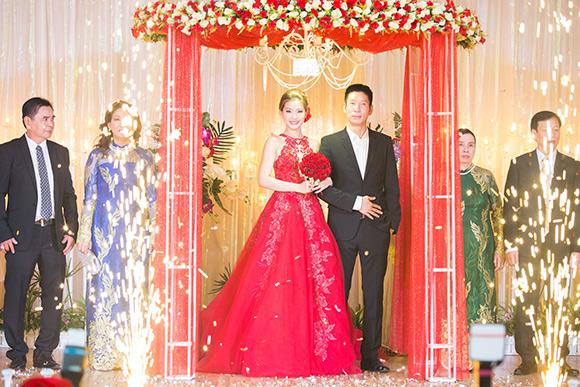Đám cưới ngập tràn không khí Giáng sinh của Á hậu Diễm Trang 5