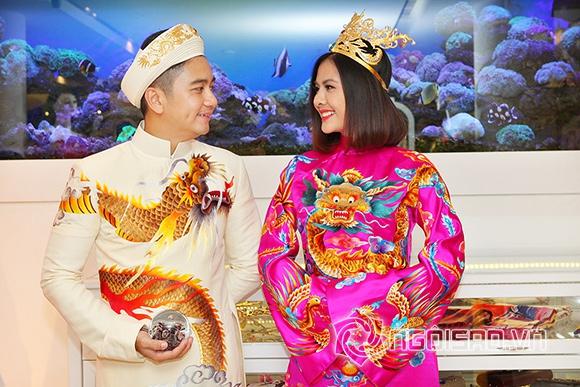 Vợ chồng Vân Trang lái xế hộp tiền tỷ đi thử trang phục cưới 4