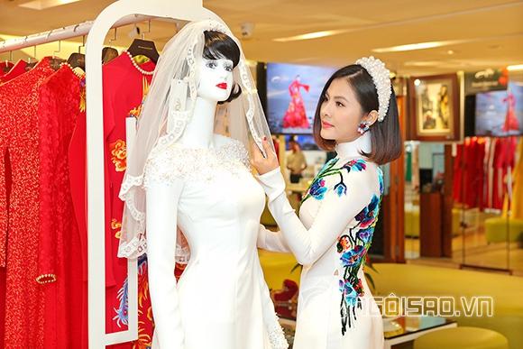 Vợ chồng Vân Trang lái xế hộp tiền tỷ đi thử trang phục cưới 7