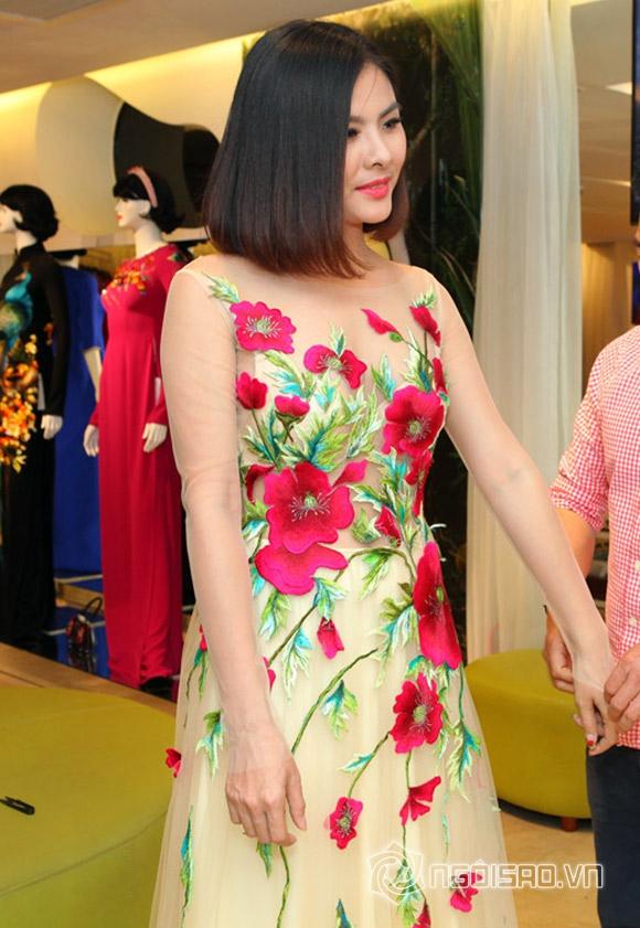Vợ chồng Vân Trang lái xế hộp tiền tỷ đi thử trang phục cưới 1