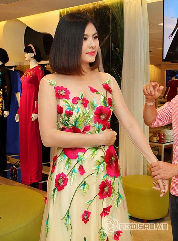 Vợ chồng Vân Trang lái xế hộp tiền tỷ đi thử trang phục cưới 2