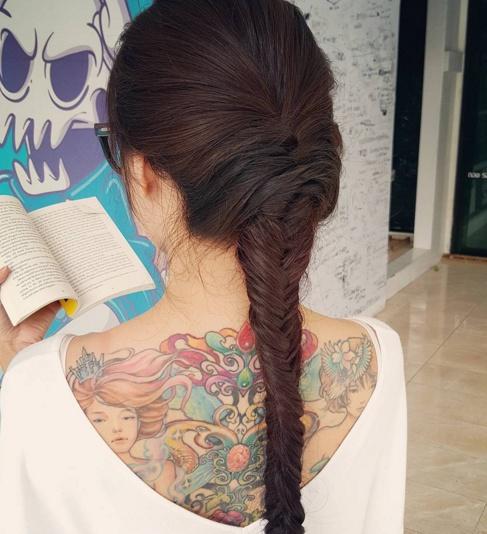 Loạt mỹ nhân Thái khoe hình xăm 'độc' trên cơ thể gợi cảm 17