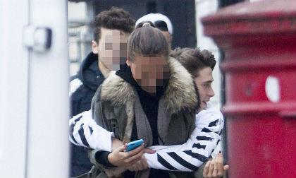 Brooklyn Beckham,Brooklyn Beckham chia sẻ ảnh của bố mẹ,Becks Vic tình cảm nắm tay nhau