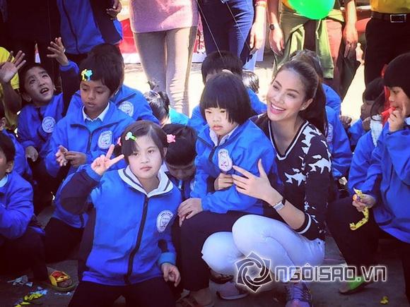 Hoa hậu Việt đi từ thiện 0