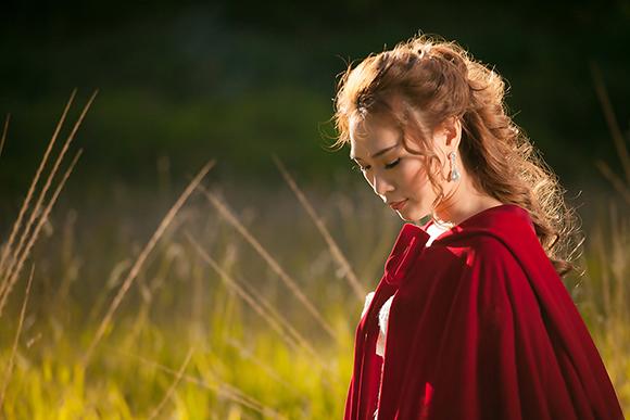 Tiểu thư váy đỏ Mỹ Tâm đẹp hút hồn trên lưng ngựa 0