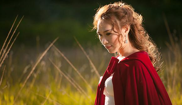 Tiểu thư váy đỏ Mỹ Tâm đẹp hút hồn trên lưng ngựa 1