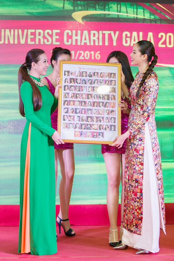 Phạm Hương bán bức ảnh có 80 chữ ký thí sinh Hoa hậu Hoàn vũ  4