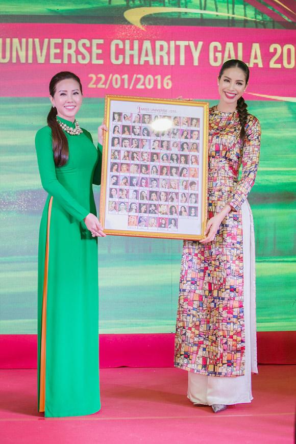 Phạm Hương bán bức ảnh có 80 chữ ký thí sinh Hoa hậu Hoàn vũ  5