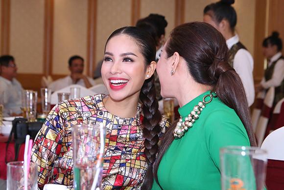 Phạm Hương bán bức ảnh có 80 chữ ký thí sinh Hoa hậu Hoàn vũ  8