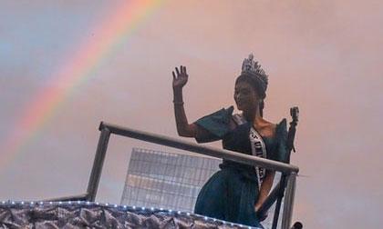 Cầu vồng bất ngờ xuất hiện trong lễ chào đón tân Hoa hậu Hoàn vũ