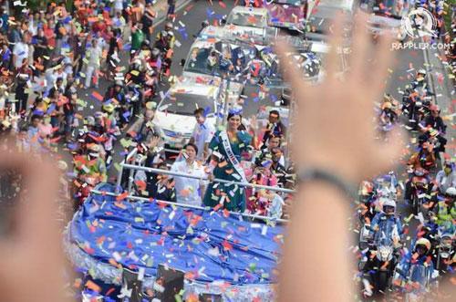 Cầu vồng bất ngờ xuất hiện trong lễ chào đón tân Hoa hậu Hoàn vũ 7