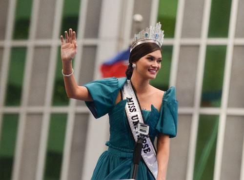 Cầu vồng bất ngờ xuất hiện trong lễ chào đón tân Hoa hậu Hoàn vũ 3