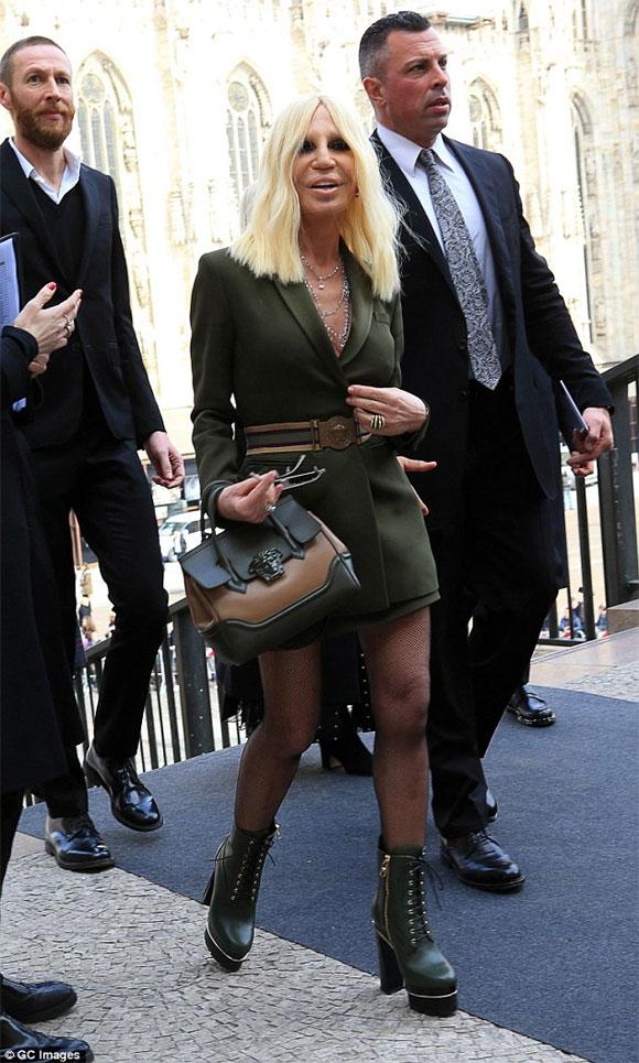 Donatella Versace,Donatella Versace mặt dị dạng,thảm họa thẩm mỹ