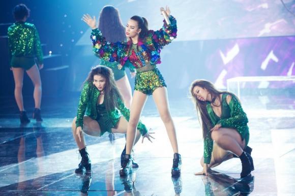 Hoàng Thùy Linh rời The Remix 1