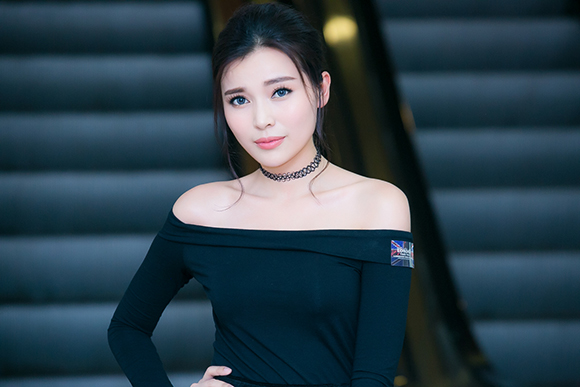 Tiêu Châu Như Quỳnh, cháu gái Lam Trường, Tiêu Châu Như Quỳnh khoe làn da trắng ngần
