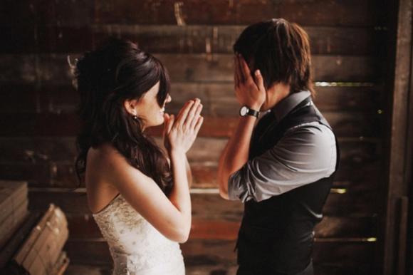 lần đầu thấy vợ mặc áo cưới 0