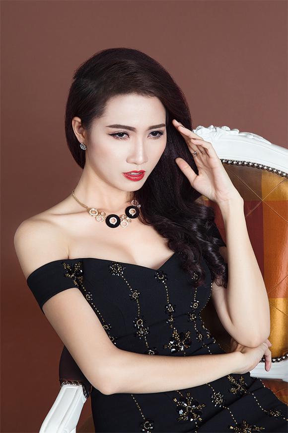 Phan Thị Mơ khoe vai trần gợi cảm sau tin đồn lấy chồng đại gia 0