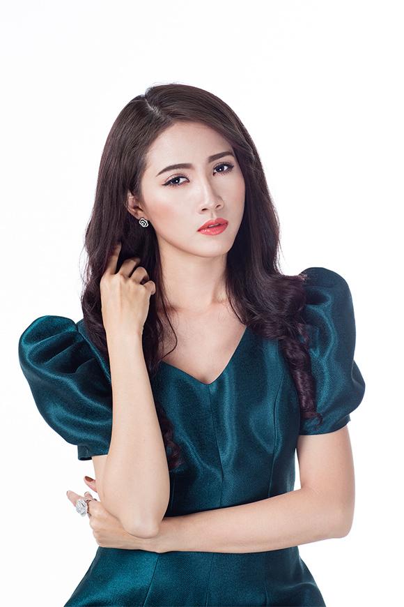 Phan Thị Mơ khoe vai trần gợi cảm sau tin đồn lấy chồng đại gia 9
