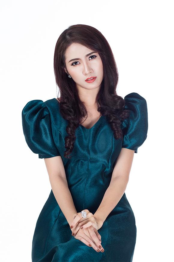 Phan Thị Mơ khoe vai trần gợi cảm sau tin đồn lấy chồng đại gia 10
