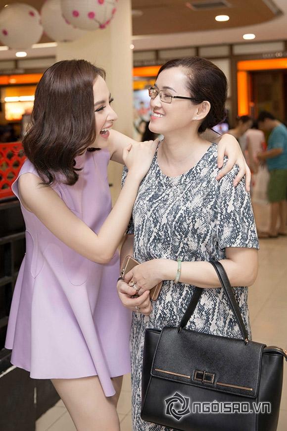 Mẹ Angela Phương Trinh thoải mái hơn khi đi cùng con gái 0