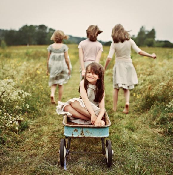 hình ảnh anh chị em, ảnh chị em ngọt ngào, khoảnh khắc tình cảm anh, chị em