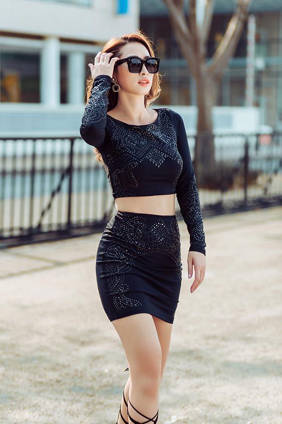 Quỳnh Thy diện váy voan mỏng lộ nội y dạo phố 2