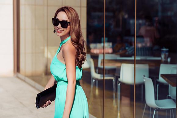Quỳnh Thy diện váy voan mỏng lộ nội y dạo phố 4