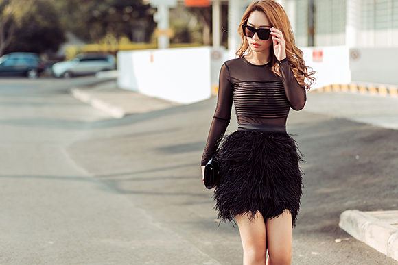 Quỳnh Thy diện váy voan mỏng lộ nội y dạo phố 8