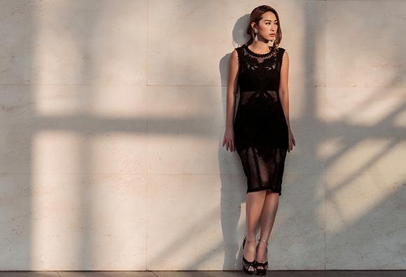 Quỳnh Thy diện váy voan mỏng lộ nội y dạo phố 13