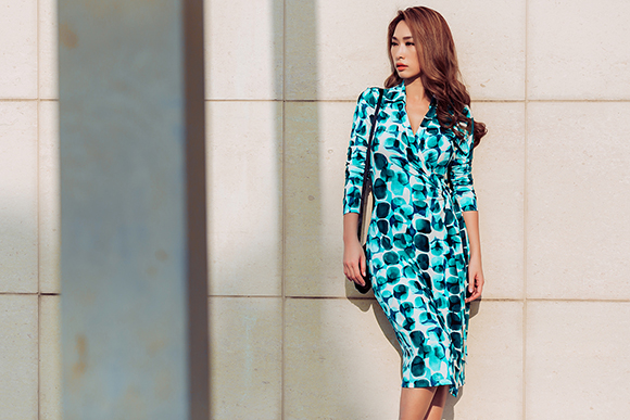 Quỳnh Thy diện váy voan mỏng lộ nội y dạo phố 17