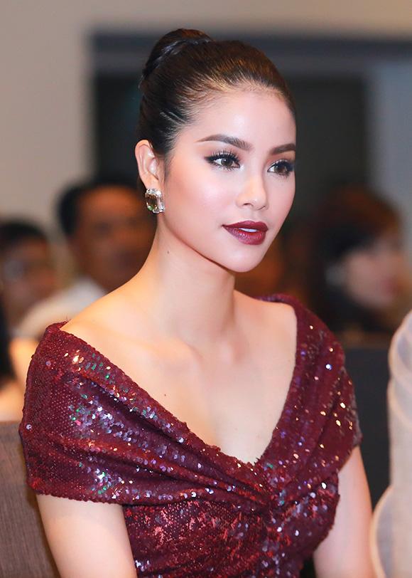 Phạm Hương diện diện váy xẻ cao khoe chân dài miên man 6