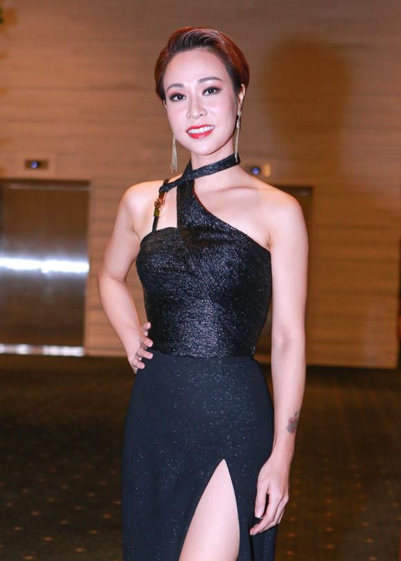 Phạm Hương diện diện váy xẻ cao khoe chân dài miên man 11
