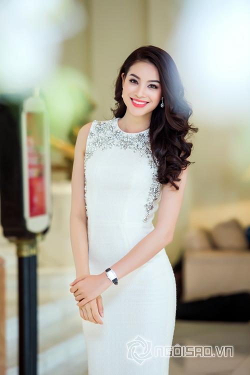Hoa hậu Phạm Hương chụp ảnh 2