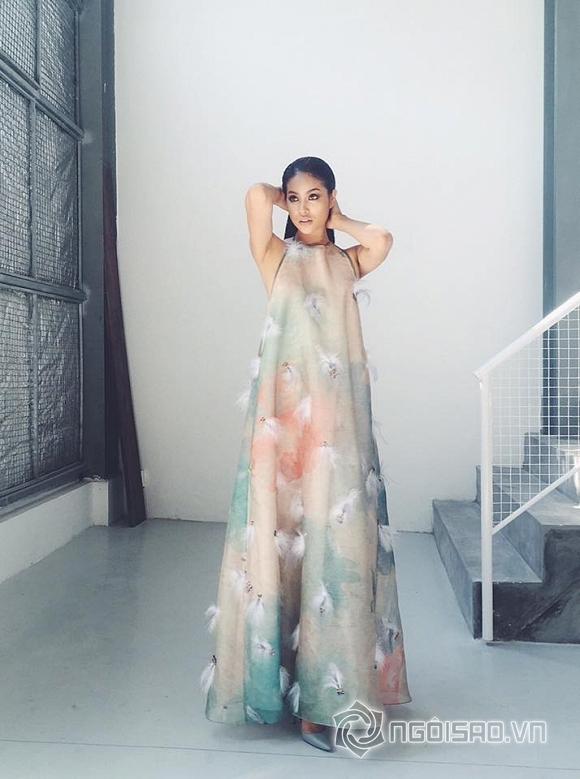 Hoa hậu Phạm Hương chụp ảnh 8