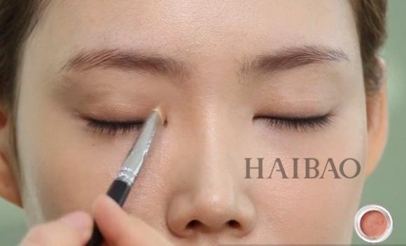 Trang điểm mắt màu cam 3