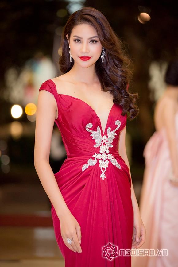 Hoa hậu Phạm Hương được vinh danh Người phụ nữ của năm 2