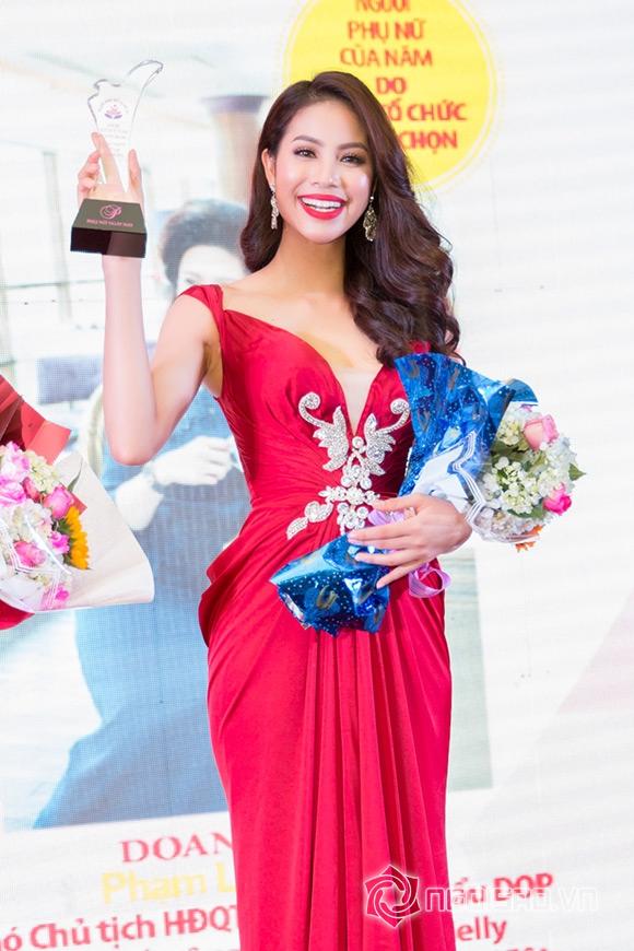 Hoa hậu Phạm Hương được vinh danh Người phụ nữ của năm 7