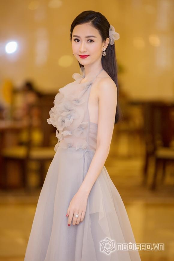 Hoa hậu Phạm Hương được vinh danh Người phụ nữ của năm 9