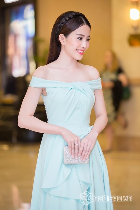 Hoa hậu Phạm Hương được vinh danh Người phụ nữ của năm 10