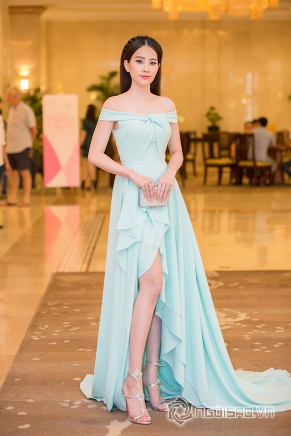 Hoa hậu Phạm Hương được vinh danh Người phụ nữ của năm 12