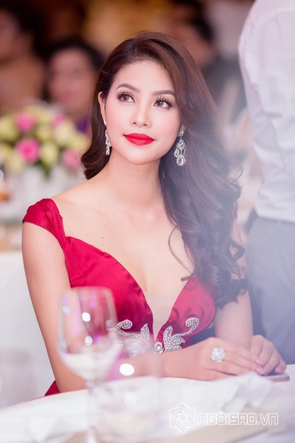 Hoa hậu Phạm Hương được vinh danh Người phụ nữ của năm 16