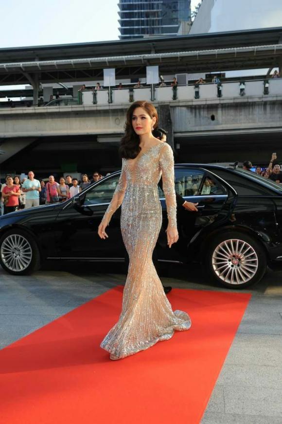 Mỹ nhân Thái Lan Chompoo Araya 'đốt mắt' người nhìn với váy xuyên thấu tại sự kiện 16