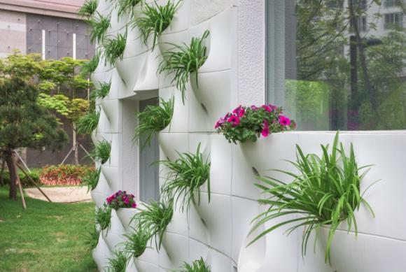 thac hoa tuong 5 ngoisao.vn Thiết kế bức tường độc đá biến thành thác hoa tuyệt đẹp mỗi khi mưa