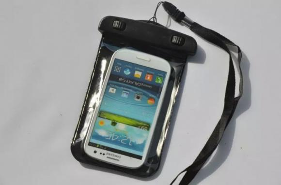 điện thoại rơi xuống nước, cách xử lý điện thoại rơi xuống nước, mẹo chữa điện thoại rơi xuống nước