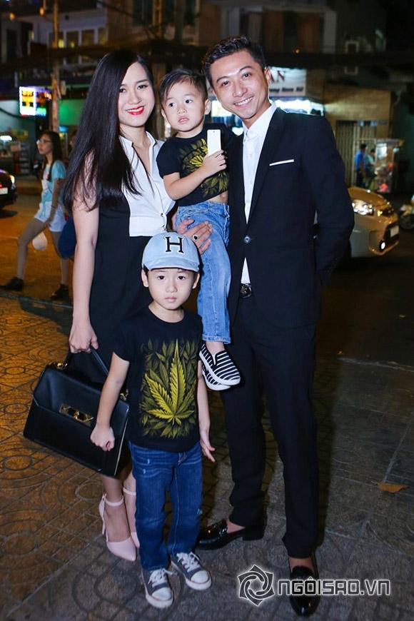 Vợ Lý Hải bế bụng bầu 5 tháng đi xem phim cùng chồng con 16