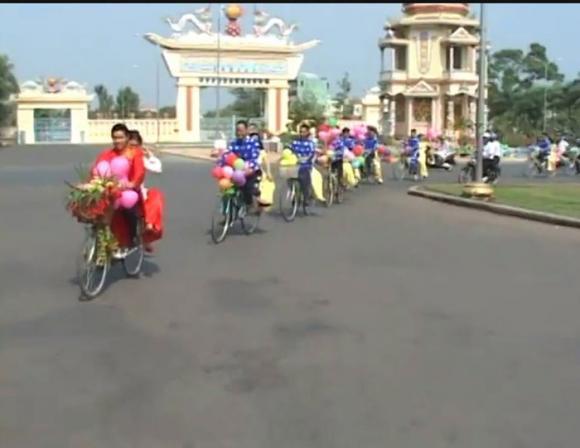 Màn rước dâu độc đáo bằng xe đạp trong đám cưới ở Tây Ninh 0